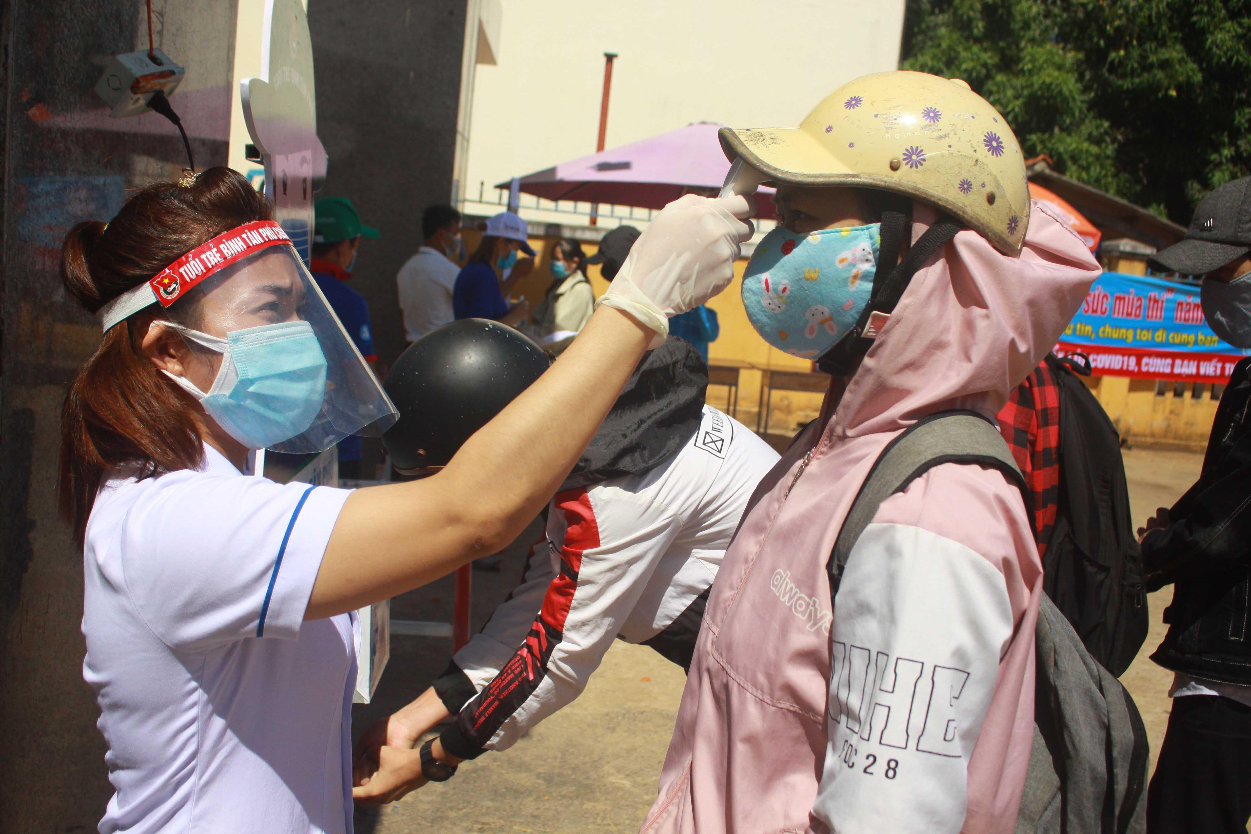 Dừng khẩn 1 điểm thi THPT ở Quảng Ngãi với 352 thí sinh, vì liên quan bệnh nhân 786