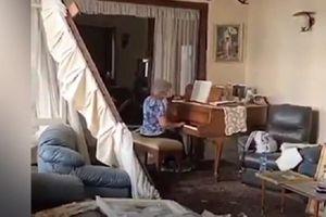 Cụ bà chơi piano giữa căn phòng đổ nát ở Beirut