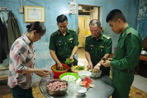 Những 'bữa cơm yêu thương' ở phường ven biển Ba Ngòi