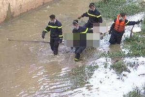 Người đàn ông trượt chân xuống cống, bị nước cuốn tử vong