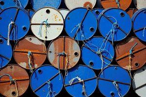 Giá dầu hôm nay giảm do nhu cầu sụt giảm mạnh