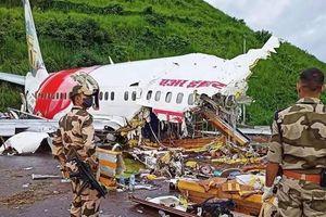 Máy bay gãy đôi ở Ấn Độ: Đã tìm thấy 2 hộp đen, số người chết tăng lên