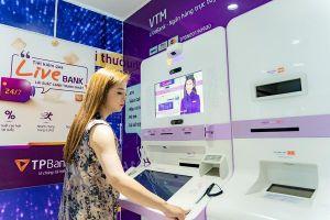 Giới trẻ hào hứng trải nghiệm ngân hàng tự động bằng nhận diện khuôn mặt