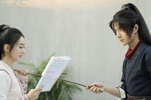 Phim 'Hữu Phỉ' chưa phát sóng đã bị đối thủ chơi xấu, Triệu Lệ Dĩnh - Vương Nhất Bác bị chỉ trích nặng nề