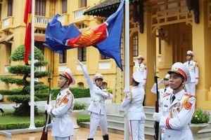 Vai kề vai, ASEAN có thể vượt qua mọi thách thức