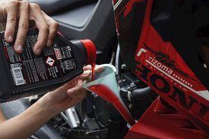 Lưu ý quan trọng khi thay dầu nhớt xe máy vào mùa mưa