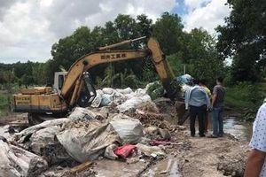 Bắt kẻ chôn lấp rác thải y tế dưới suối Vũng Trâu