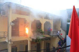 Rèn kỹ năng sinh tồn trong đám cháy