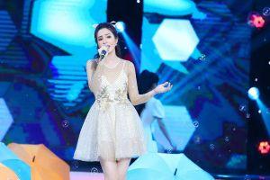 Dương Kim Ánh gây ấn tượng khi hóa thân vũ nữ gợi cảm