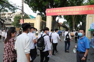 Sáng nay, hơn 860.000 thí sinh dự thi môn Ngữ văn, kỳ thi tốt nghiệp THPT