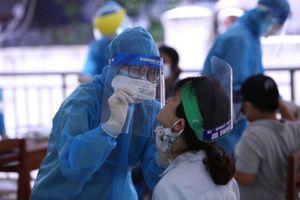 Du khách được xét nghiệm COVID-19 trước khi rời Đà Nẵng