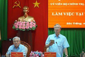 Đồng chí Trần Quốc Vượng làm việc với Ban Thường vụ tỉnh ủy Sóc Trăng
