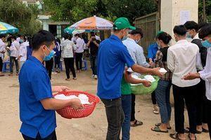 Sơn La: Hàng nghìn suất thức ăn, nước uống miễn phí hỗ trợ 'sĩ tử' vùng biên giới Sốp Cộp