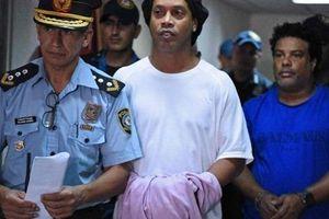 Nộp phạt 90.000 USD, Ronaldinho được trả tự do