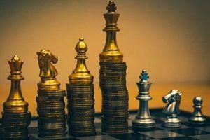 Giá vàng hôm nay 9/8: Khép lại tuần 'điên loạn', cuộc săn đuổi mức cao nhất mọi thời đại lại bắt đầu