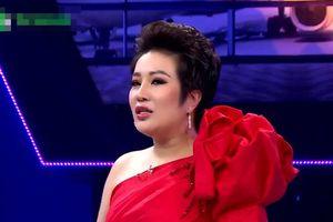 Doanh nhân-ca sỹ oai vệ đi hẹn hò khiến siêu mẫu Võ Hoàng Yến 'co rúm'