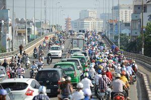8 kinh nghiệm khi lái xe số sàn trong thành phố