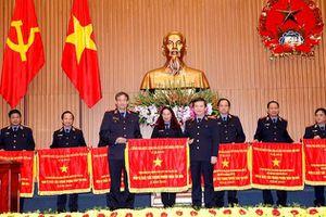 Viện trưởng VKSND tối cao tặng Bằng khen cho tập thể và cá nhân
