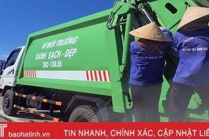 Tước giấy phép lái xe tài xế điều khiển phương tiện thu gom rác để 4 công nhân đu bám sau xe