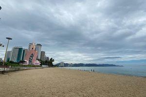 Dịch COVID-19 khiến Nha Trang đìu hiu, hàng loạt cửa hàng và khách sạn đóng cửa