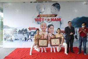 Hai quý tử nhà Quốc Cơ - Quốc Nghiệp lập kỉ lục Guinness Việt Nam khi mới lên 3