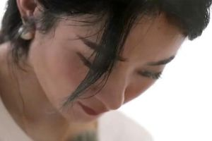 Hết bị cắt xén phân cảnh, Triệu Lệ Dĩnh trở nên 'tàng hình' trong poster của 'Nhà hàng Trung Hoa mùa 4'