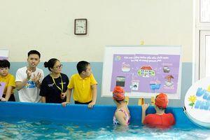 Hè vui khỏe - Dạy trẻ sinh tồn dưới nước