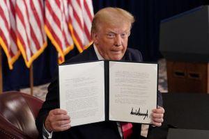 Vượt mặt Quốc hội, ông Trump gia hạn cứu trợ người Mỹ trong dịch Covid-19