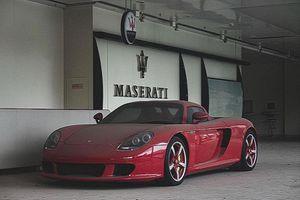 Siêu xe Porsche Carrera GT 'màu hiếm' bỏ hoang suốt 8 năm