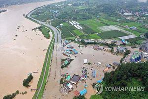Toàn cảnh lũ lụt kinh hoàng ở Hàn Quốc, hàng chục người chết