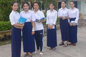 Vừa mổ ruột thừa, nữ sinh Khmer vẫn quyết tâm đi thi