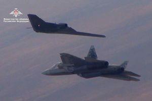Nga đang vượt trước Mỹ về máy bay chiến đấu không người lái
