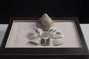 'Lộ diện' chiếc khẩu trang đắt nhất thế giới đính 3.600 viên kim cương