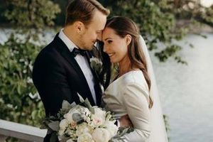 Nữ Thủ tướng đầu tiên kết hôn khi đang tại chức