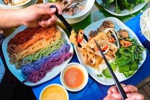 Lẩu cầu vồng và loạt hương vị khiến thực khách mê mẩn ở TP.HCM