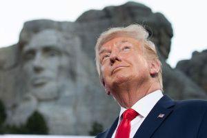 Tổng thống Trump hứng thú với ý tưởng được tạc tượng trên núi thiêng