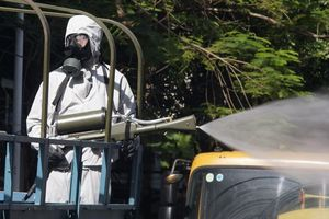 Quân đội phun khử khuẩn 700 km đường phố Hải Phòng