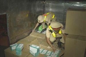 Phát hiện xe tải vận chuyển hơn 67.400 chiếc khẩu trang y tế không rõ nguồn gốc