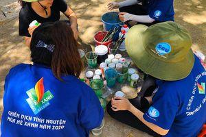 Sinh viên tình nguyện trường ĐH Sài Gòn làm hồi sinh những mảng tường cũ