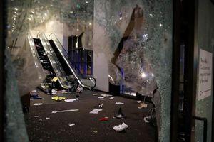 Hàng trăm người nổ súng vào cảnh sát, đập phá, hôi của tại các cửa hàng ở Chicago, Mỹ