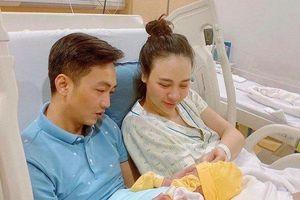 Nhan sắc bà xã Cường Đô la sau 2 ngày sinh em bé gây chú ý