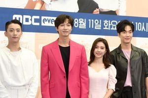 'Nàng cháo' Kim So Eun tình tứ bên Ji Hyun Woo và 2 mỹ nam điển trai: Có phải 'Vườn sao băng' bản 2020?
