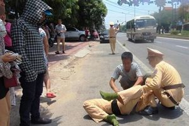 Khởi tố người đàn ông vi phạm giao thông còn cố tình lao xe vào CSGT