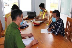Xe 4 chỗ chở khách trốn khỏi Đà Nẵng bị xử phạt