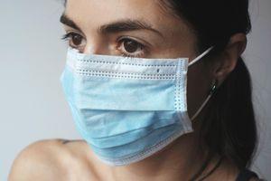 Đeo khẩu trang sai cách khiến cơ thể nhiễm virus như thế nào?