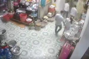 Người phụ nữ có thai bị chạm vòng 3 tại nhà hàng Ninh Bình
