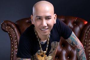 Ca sĩ Phú Lê mâu thuẫn giữa hành vi và tiếng hát
