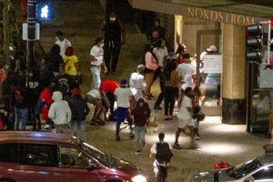 Đấu súng, cướp bóc kinh hoàng ở Chicago, Mỹ