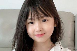 Cô bé 8 tuổi gây sốt mạng, cha mẹ không dám lộ thông tin của con