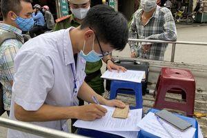 Hà Nội tiếp tục xử phạt nhiều trường hợp không đeo khẩu trang khi ra đường